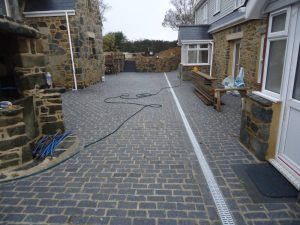 dark-grey-200x100x100-granite-setts-installed-at-project-in-sark
