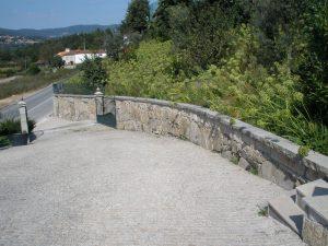 natural-split-yellow-gold-granite-driveway
