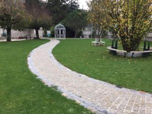 natural-split-yellow-gold-granite-pathway-with-silver-grey-border