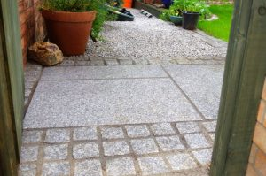 silver-grey-tiles-with-100x100-natural-split-setts