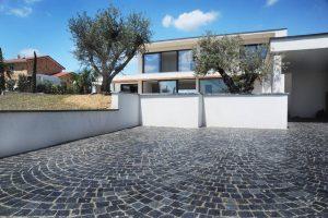 wet-dark-grey-and-black-granite-driveway-laid-in-bogen-pattern